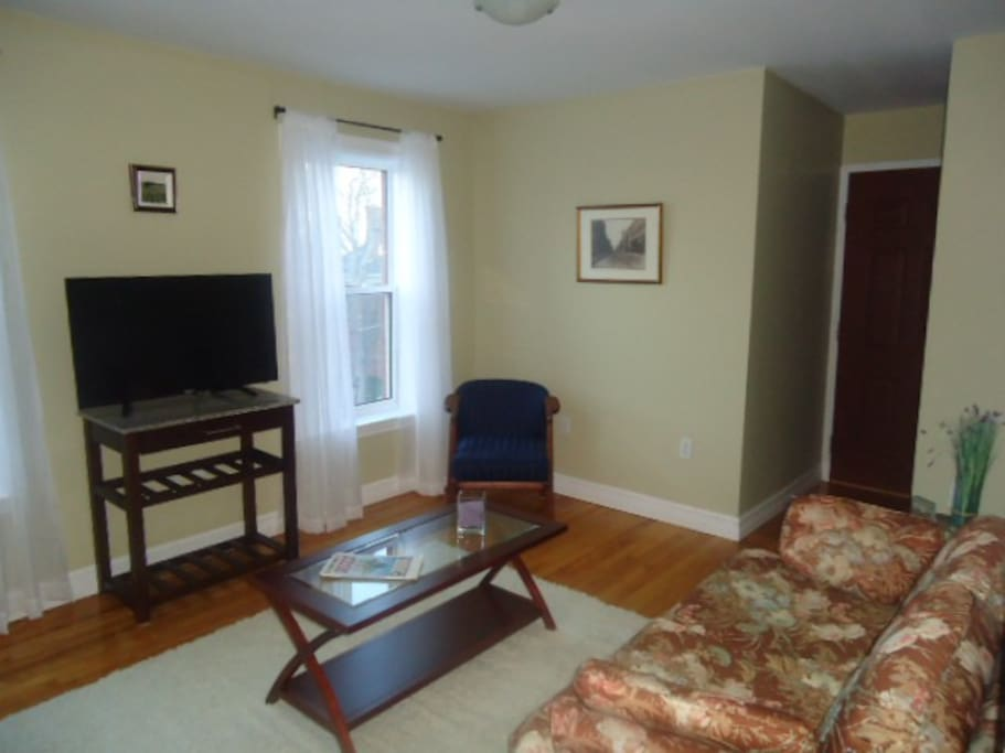 Bright, clean, comfortable livingroom
