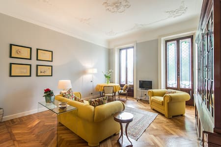 Cosy flat in central Milan 2 people