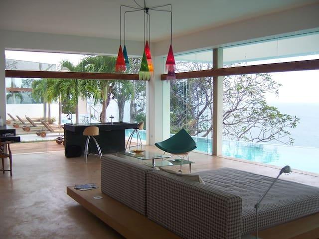 LUNATICAlounge - An Exclusive Cliffside Villa