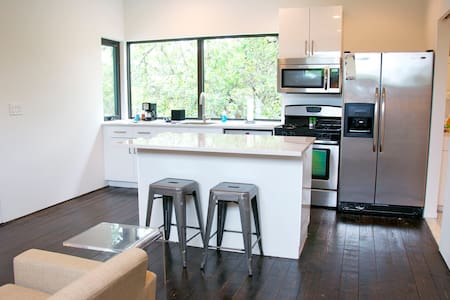 Modern Guesthouse Near E. 6th/11th - Austin - Guesthouse