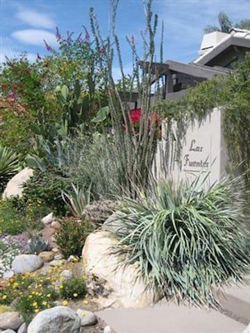 Las Fuentes Inn & Gardens - Palm Springs - Bed & Breakfast
