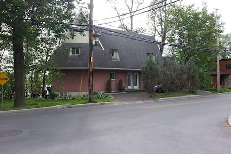 Grand logement vue sur la rivère - Saint-Jean-sur-Richelieu - Dům