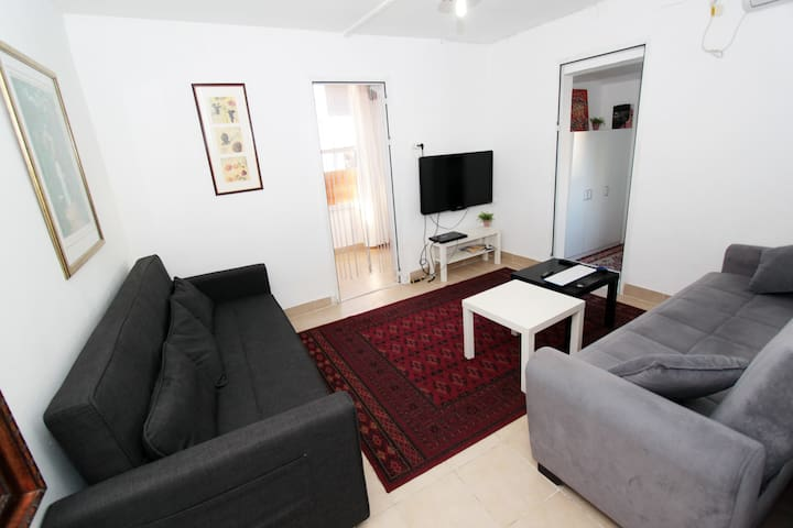 Cozy neve tzedek Apt 1 min to the beach