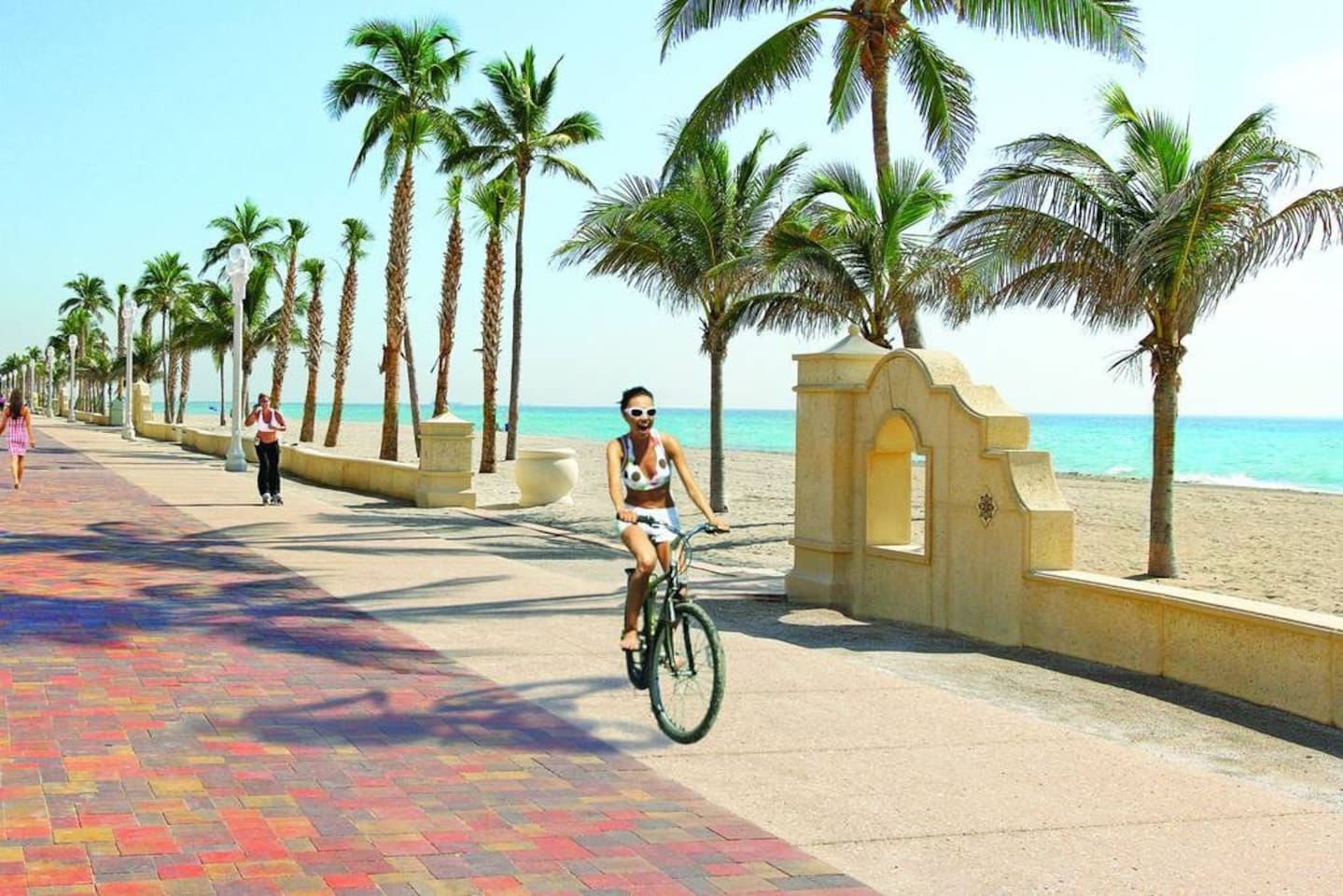 Hollywood Boardwalk just 9 minutes away where you may walk with your family and friends, take a dip at the beach, bike, skate or run under the great Florida sunshine.