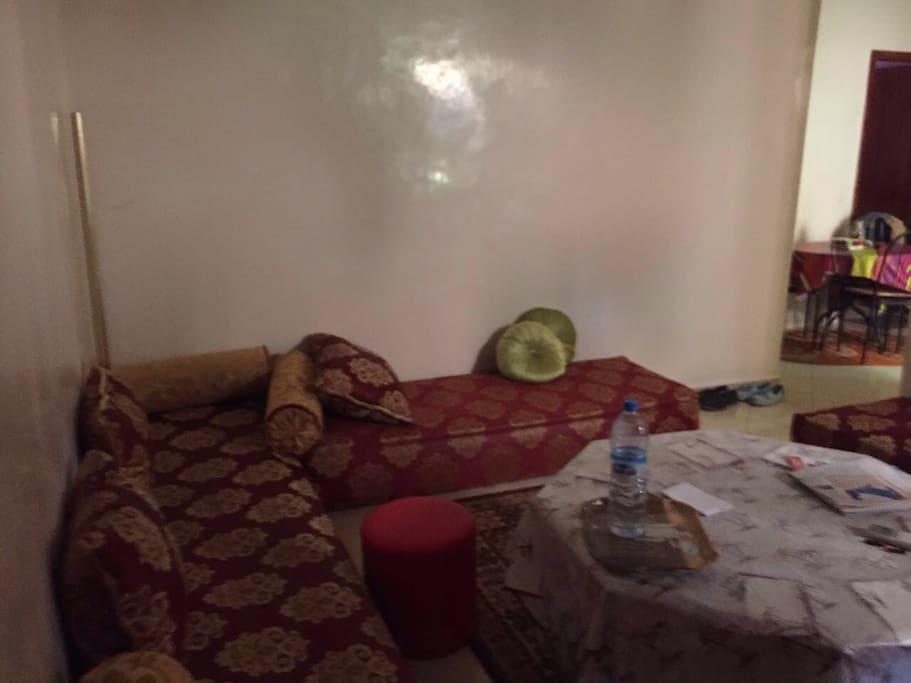 Salon marocain qui peut etre utiliser pour dormir