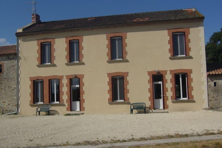 Le grand gîte de la Bredanchère (7 personnes) - Lathus-Saint-Rémy - Apartment