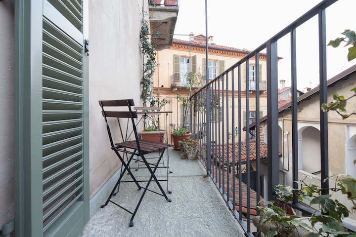 Lovely room with romantic balcony - Saluzzo - Penzion (B&B)