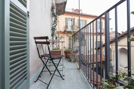 Lovely room with romantic balcony - Saluzzo - Aamiaismajoitus