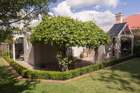 Central Heritage Orange, Cottage 79 - Orange - House