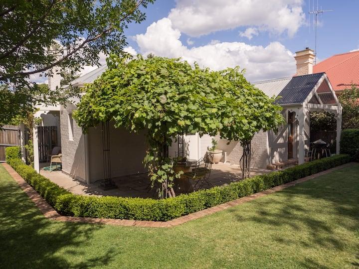 Central Heritage Orange, Cottage 79