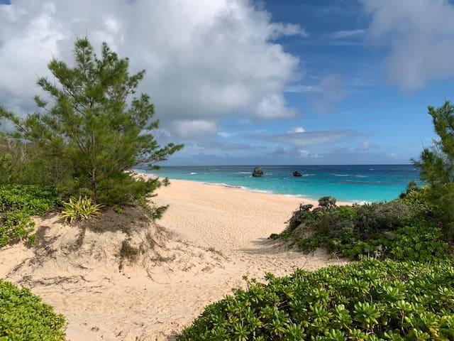 Spacious,  Modern & 8 beaches  nearby (3-12 mins).
