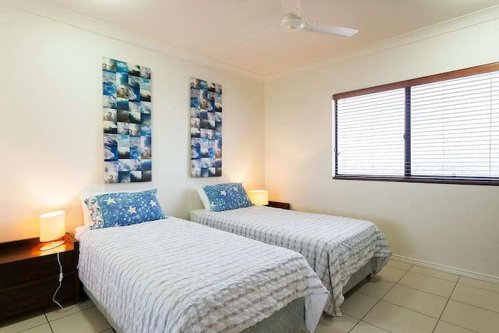 2 single bed room, can be zipped together to make a king size bed with city views