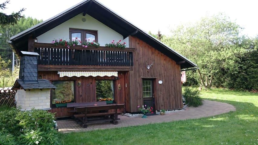 """Sonniges, idyllisches Ferienhaus """"Panoramablick"""" - Piesau - Talo"""