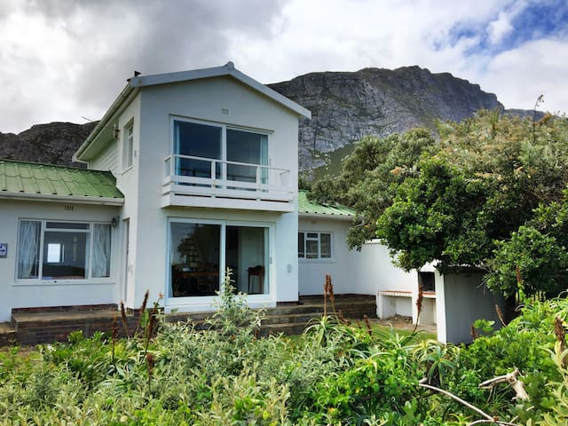 Seafront Beach Cottage - Betty's Bay - Casa
