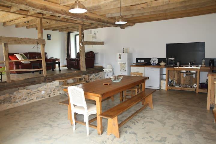 Espace salle à manger/cuisine/salon
