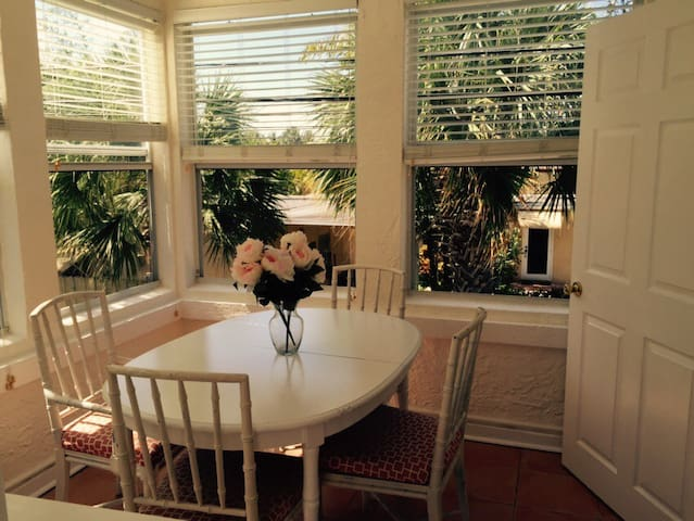 Sun filled 1BR in tropical garden