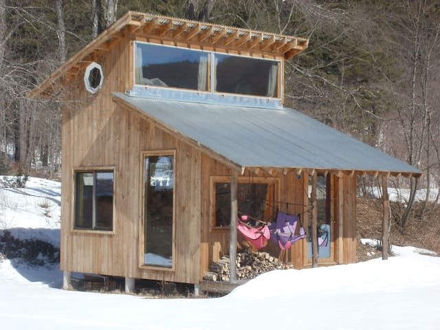 Modern Little Rock River Cabin - Newfane - Cabaña