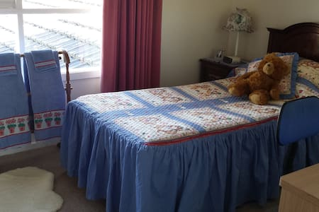 SINGLE ROOM  QUIET GARDEN VIEW $64 - Glen Waverley