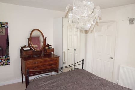 Double Bedroom With En-Suite - Carshalton - House