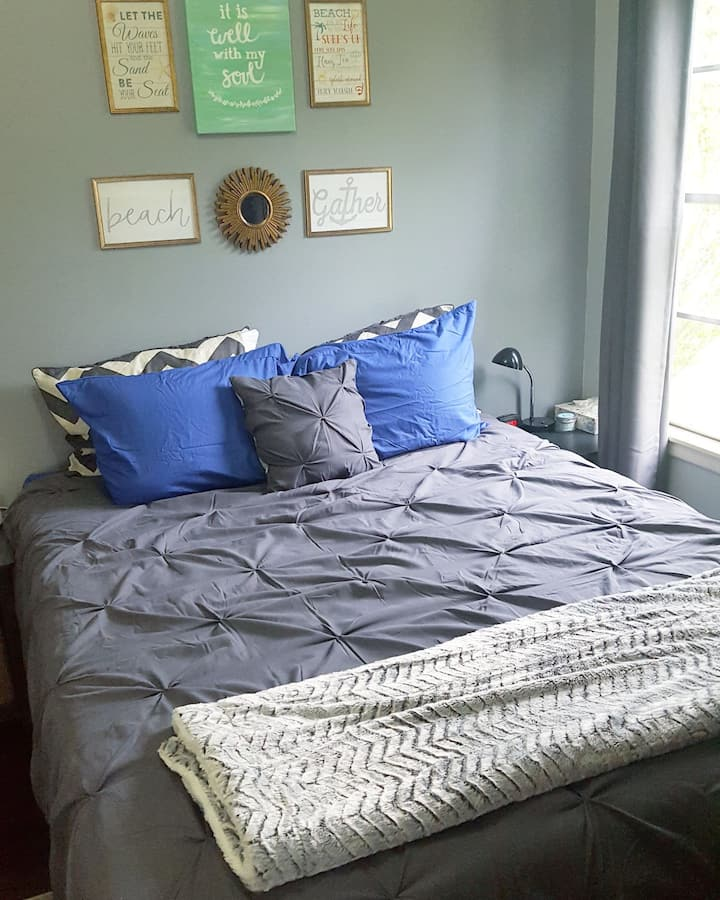 Cozy room just 0.4 miles from the ocean -Blue Room
