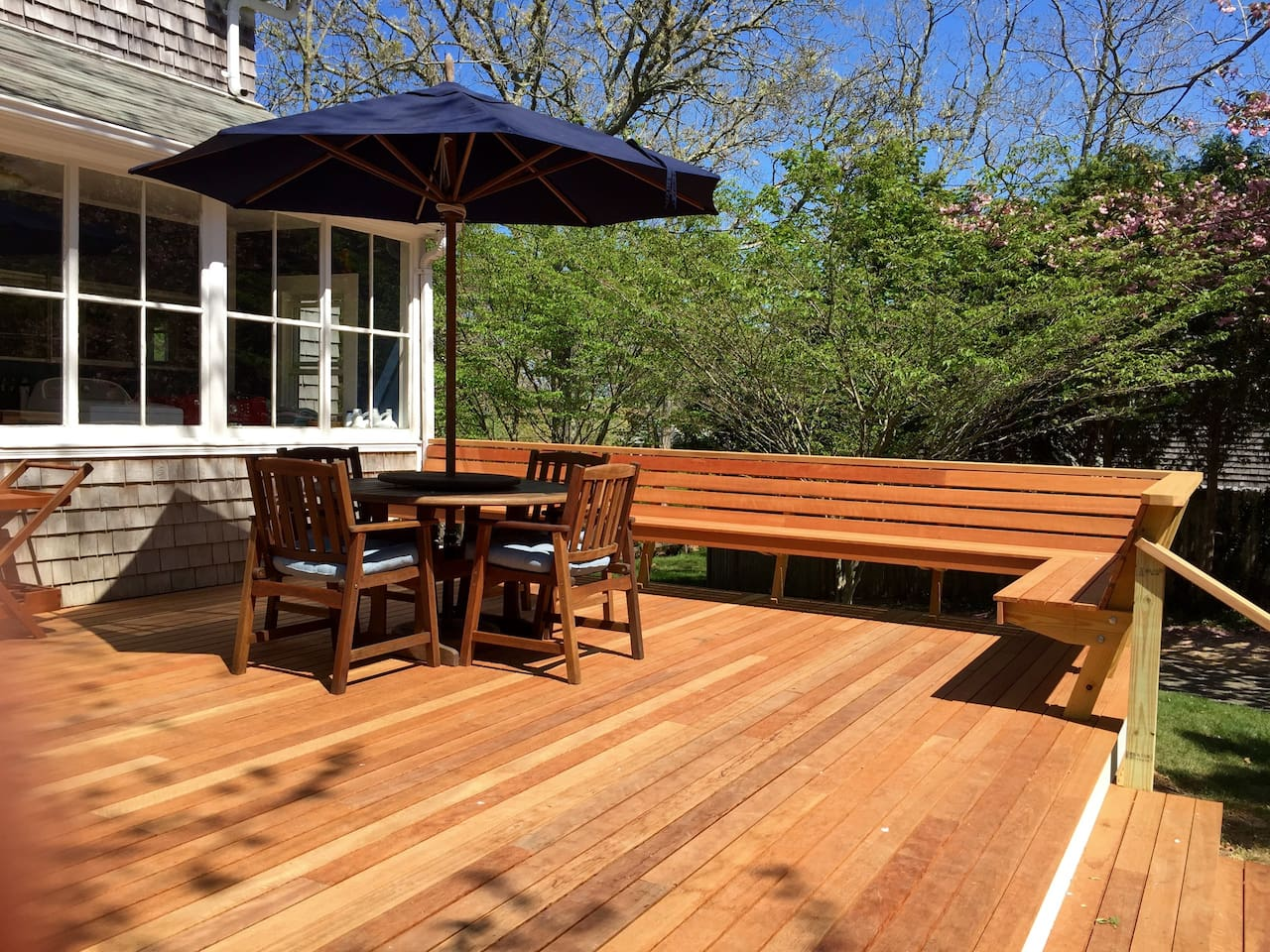 Great new cedar deck, perfect for outdoor dining, entertaining, or relaxing in the sunshine.
