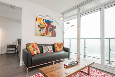 New Penthouse Condo -CN Tower View! - Toronto - Apartment