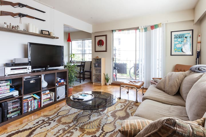 Bright & Airy One Bedroom in Kits