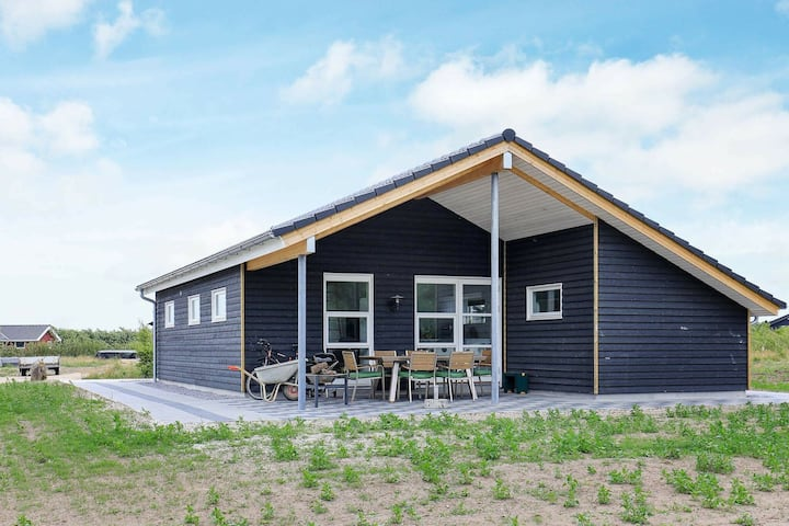 Homely Holiday Home in Spøttrup with Whirlpool