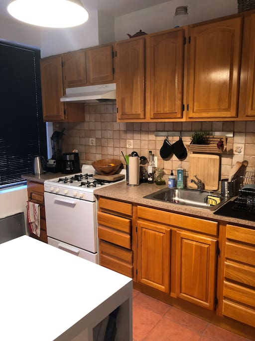 Fully equipped kitchen with Vitamix, Coffee maker