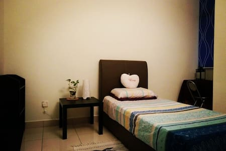 GreenHouse-Private Room+Private bath room near TBS - Cheras - Haus