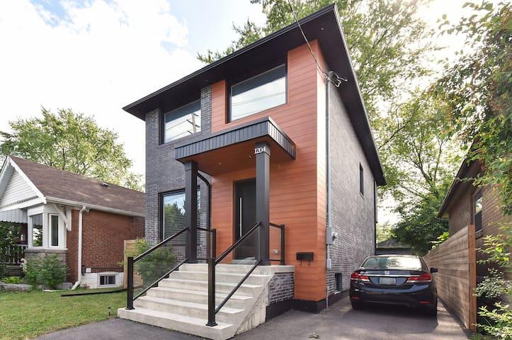 Spotless Luxury Home Close to Downtown Toronto