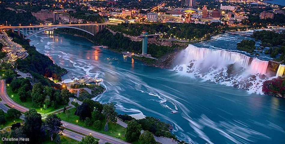 Walk to the Falls - Niagara Falls - Casa