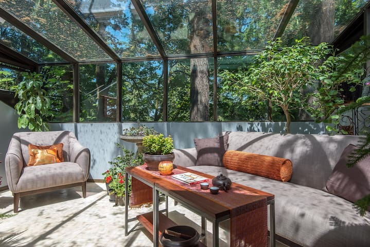 Stunning Treetop Private King Suite - Portland