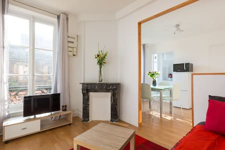 Beautiful, sunny apartment 10 min away from Paris