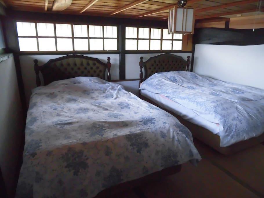 寝心地の良いセミダブルのベットが2台 待ってます!!