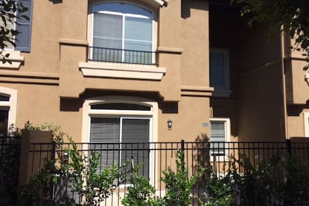 3 BDR 2.5 BA Condo (near beach) - 亚里索维耶荷(Aliso Viejo)