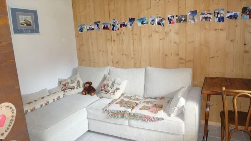 Chambre (canapé lit 2 places)  avec bureau et dressing