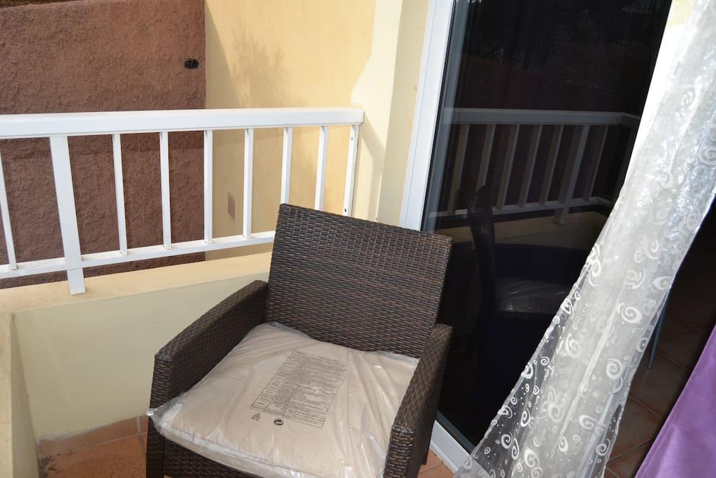 Pequeño balcón a la salida del comedor-salón.