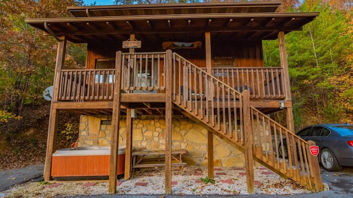 Bear Cave Cabin Hot Tub 20 min to Gatlinburg