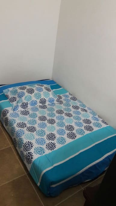 Colchón plaza y media (sin cama) 1,40 cm x 1,90 cm.