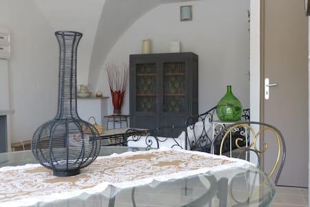 Logement 40m² idéal, pour 2 pers - saint symphorien - อพาร์ทเมนท์