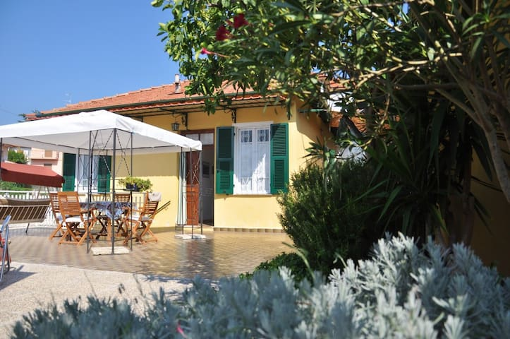 Una stanza in casetta tipica ligure - Imperia - Bed & Breakfast