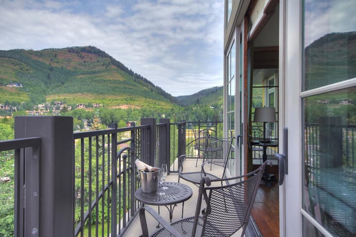 Alluring Ritz Carlton Penthouse with 3 Br and Valley View