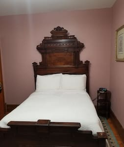 Coral Room - Himelhoch Bed & Breakfast