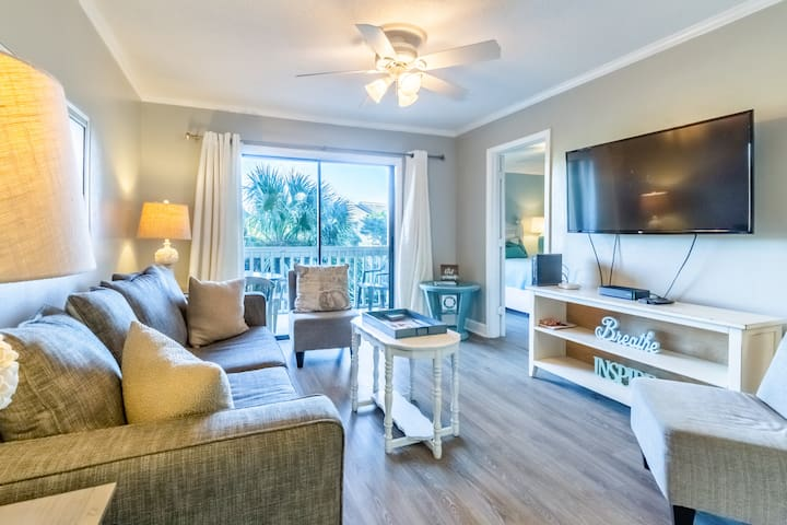 1BR+Nook ☀Remodeled☀Steps2Beach☀Emerald Searenity