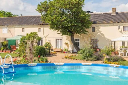 Le Vieux Logis Bed and Breakfast Bedroom 2 - Montreuil-Bellay - Aamiaismajoitus