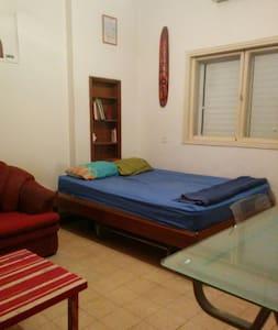 Large Room near the Beach - Tel Aviv-Yafo - Apartment