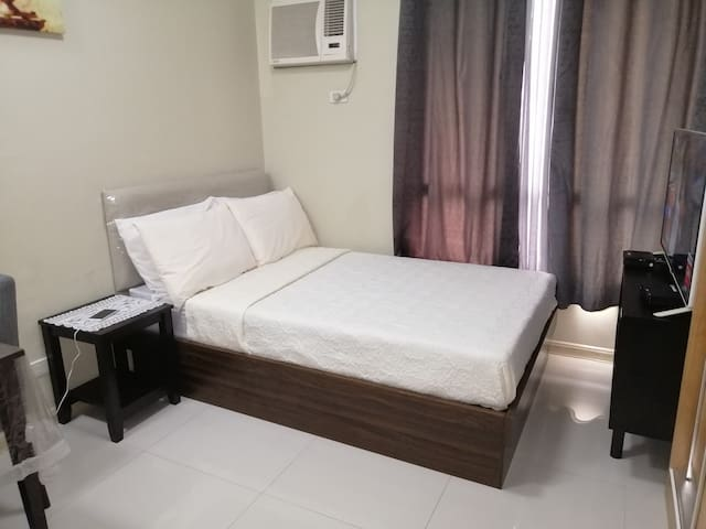 Condo +Free parking +Internet +Gym +Pool