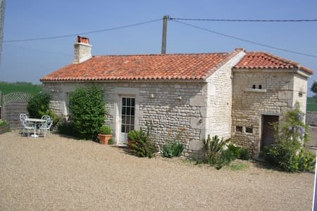 Le Pigeonnier beaches just 20 mins nr La Rochelle - Landrais - Haus