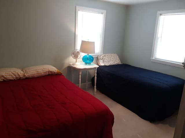 Bedroom #2 - twin and full beds
